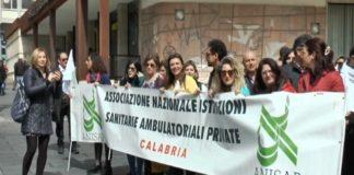 lavoratori della specialistica ambulatoriale protestano