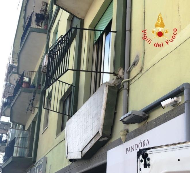 Catanzaro. Crolla balcone a Murano: precipitano 3 donne e 2 uomini