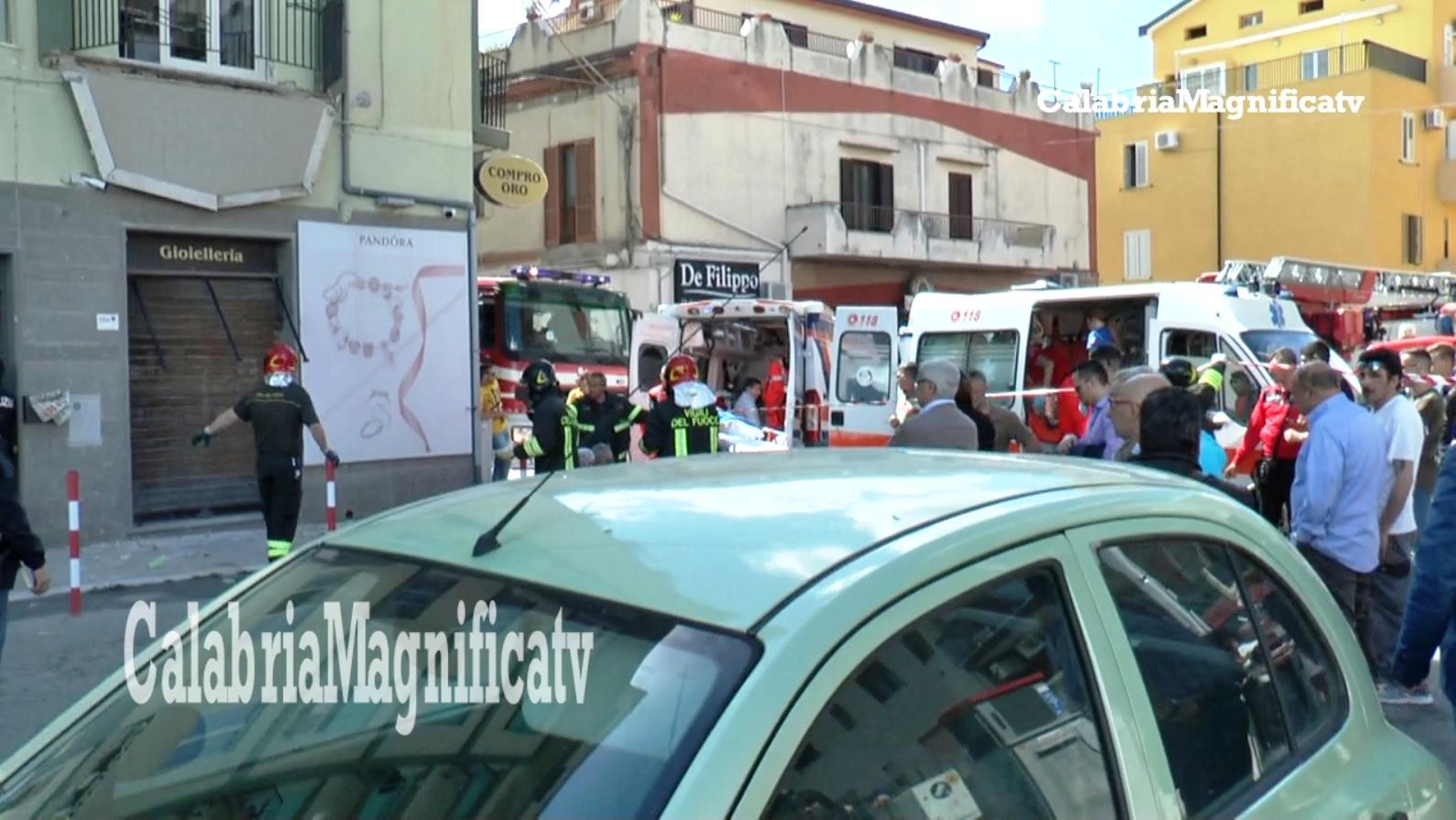 Crolla balcone a Catanzaro, 5 feriti