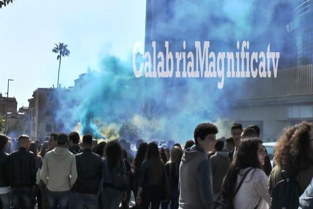 Studenti in piazza per la Pace in Siria