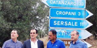 Sopralluogo a Sersale, alla sinistra del presidente Bruno, il dirigente Siniscalco