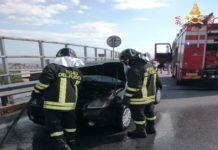 auto in fiamme zona Ospedale Catanzaro