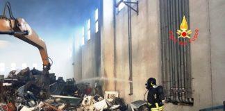 incendio capannone zona ex Sir