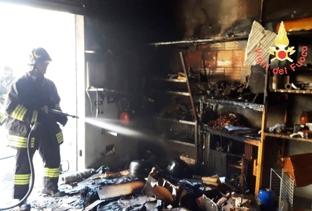 Incendio deposito Guardavalle