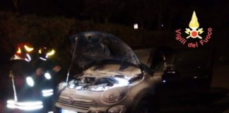 Fiat 500x in fiamme