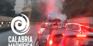 auto in fiamme tangenziale ovest