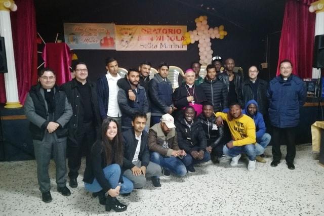 Monsignor Bertolone incontra ragazzi immigrati