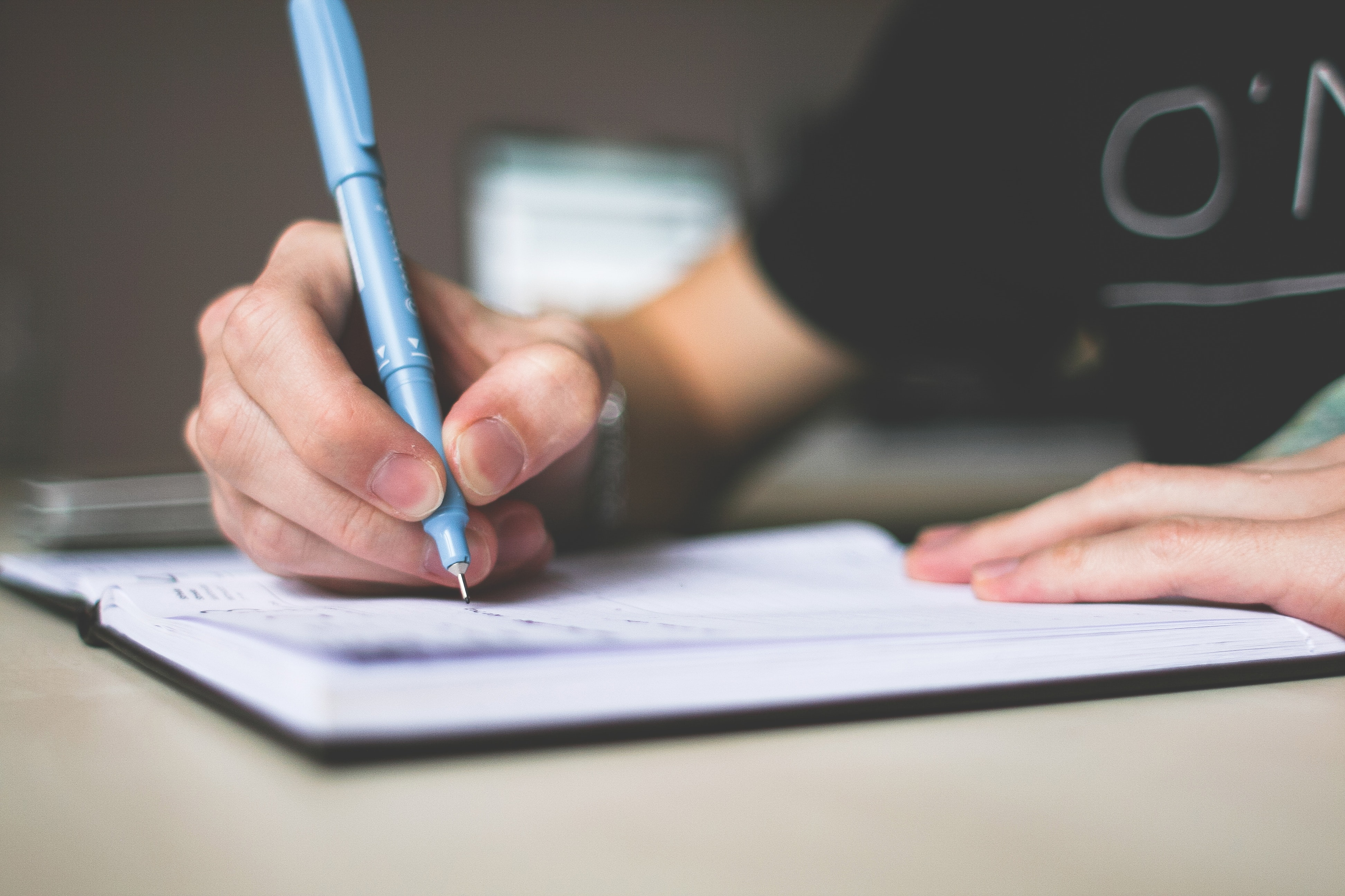 scrivania - contributi editoriali