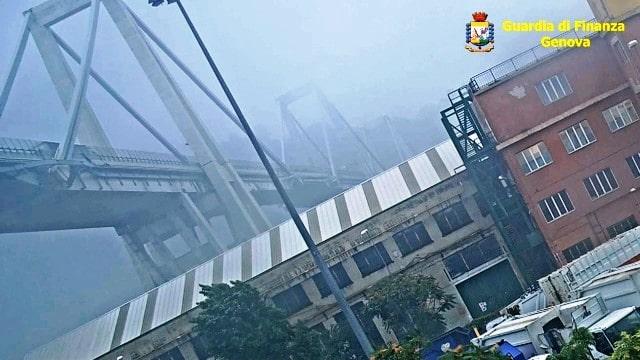Crollo Ponte Morandi foto 2