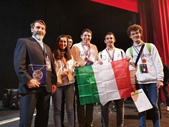 Olimpiadi Astronomia medaglia di bronzo per i tre giovani reggini