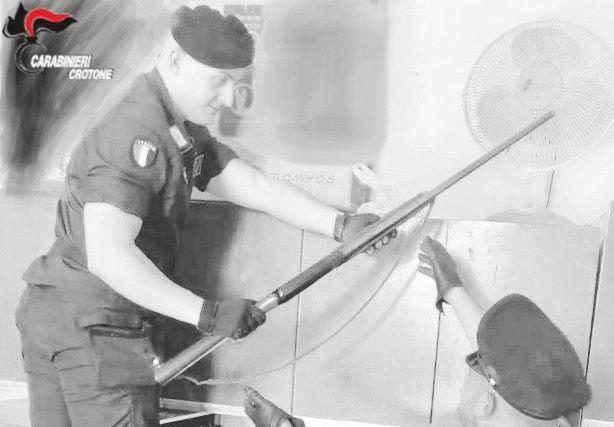 carabinieri Crotone sequestro armi