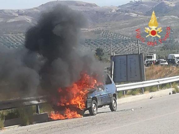 incendio autovettura Cropani