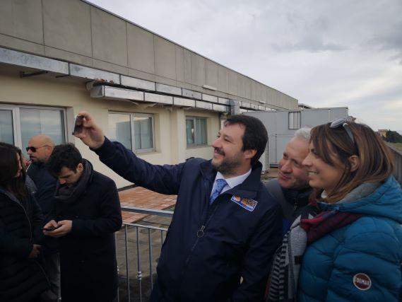 Matteo Salvini nella sede Lega a Catanzaro