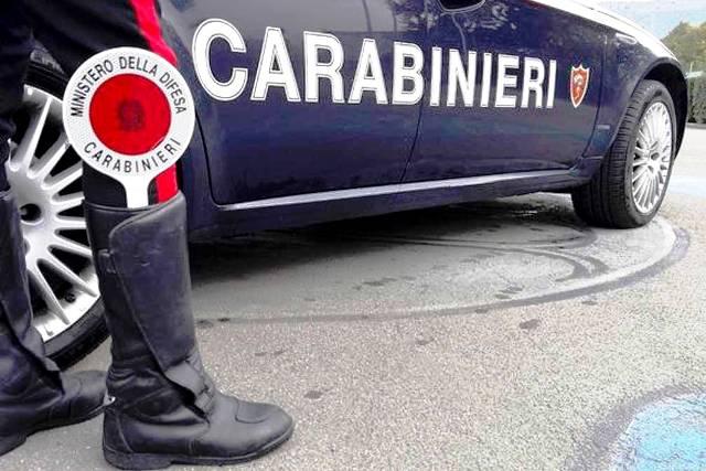 Risultato immagini per immagini di carabinieri che controllano