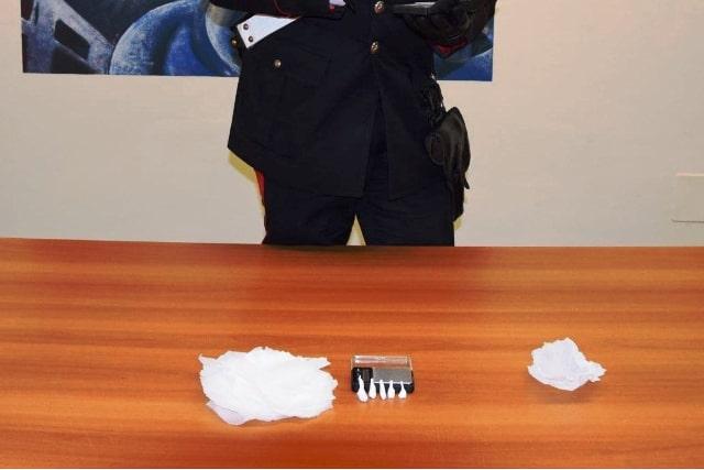 Droga sequestrata a Crotone (foto fornita Carabinieri Crotone)