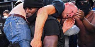 manifestante nero antirazzista,Patrick Hutchinson, salva manifestante di estrema destra (fonte Repubblica)