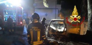 Isca sullo Ionio (CZ) incendio autovettura, vigili del fuoco