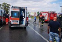 incidente stradale nel crotonese Vigili del Fuoco