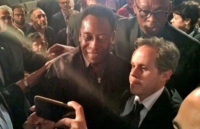 Pelé ed il giornalista Emilio Buttaro