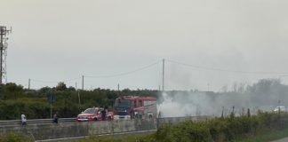 auto in fiamme strada SS 280 dei Due Mari