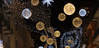 Natale, luminarie Cosenza