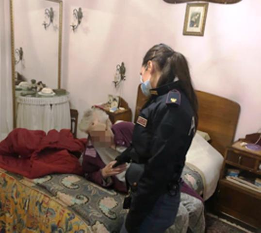 anziana salvata dalla polizia