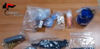 Gioia Tauro (RC), maxi sequestro arsenale armi e droga