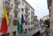 bandiere a mezz'asta, Palazzo De Nobili, Comune di Catanzaro