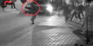 11 arresti a Cutro, immagini dell'aggressione, Carabinieri Crotone