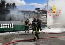autobus in fiamme, Vigili del Fuoco Catanzaro